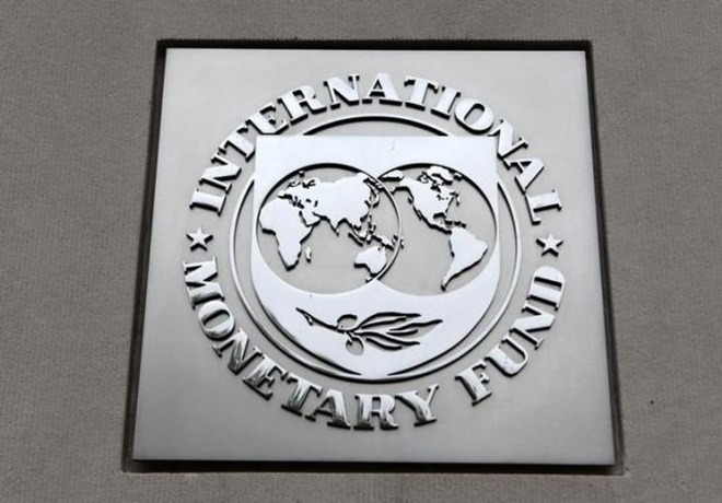 IMF says Greece still at long-term risk despite bailout deal
